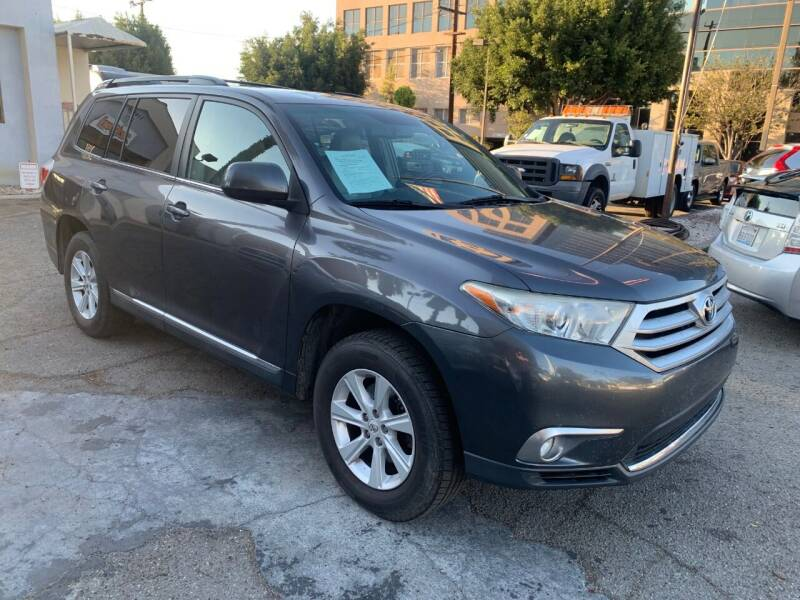 2011 Toyota Highlander for sale at In-House Auto Finance in Hawthorne CA