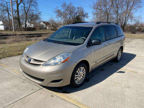 2008 Toyota Sienna for sale at Mr. Auto in Hamilton OH