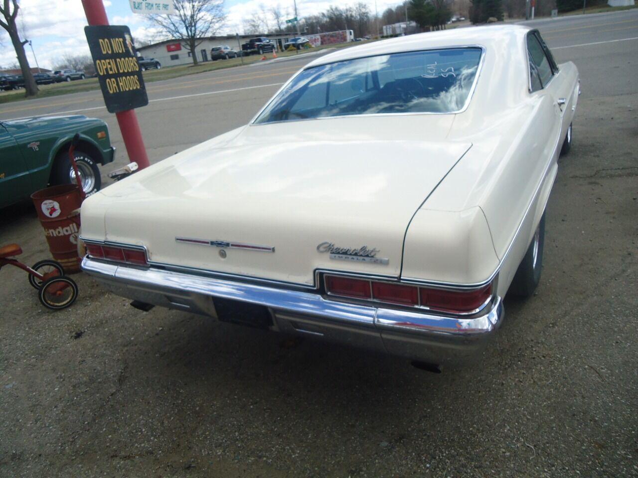 1966 Chevrolet Impala 19