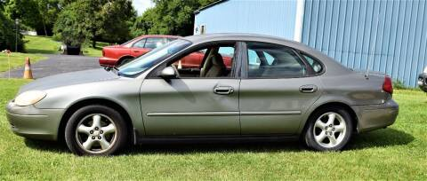 2002 Ford Taurus for sale at PINNACLE ROAD AUTOMOTIVE LLC in Moraine OH