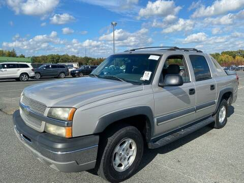 2004 Chevrolet Avalanche for sale at Used Cars of Fairfax LLC in Woodbridge VA