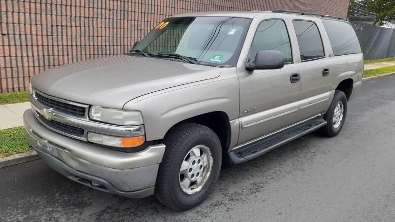 2000 Chevrolet Suburban for sale at G1 AUTO SALES II in Elizabeth NJ