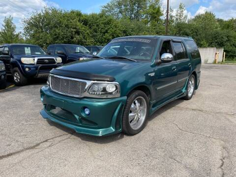 1998 Ford Expedition for sale at Dean's Auto Sales in Flint MI