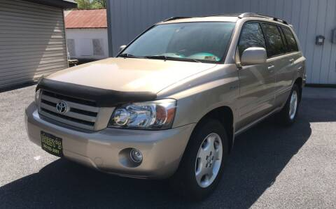 2005 Toyota Highlander for sale at Bobbys Used Cars in Charles Town WV