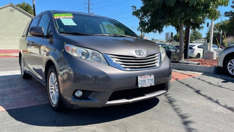 2013 Toyota Sienna for sale at Tristar Motors in Bell CA