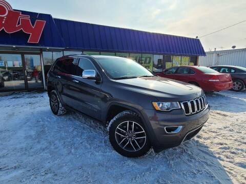 2019 Jeep Grand Cherokee for sale at CITY SELECT MOTORS in Galesburg IL