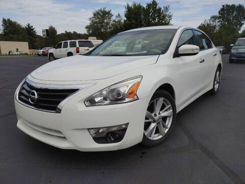 2015 Nissan Altima for sale at Cruisin' Auto Sales in Madison IN