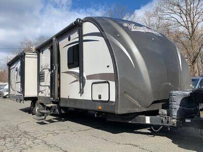 2015 Crossroads Viewfinder 32RLSS for sale at Worthington Air Automotive Inc in Williamsburg MA