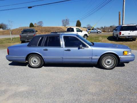 1994 Lincoln Town Car for sale at CAR-MART AUTO SALES in Maryville TN