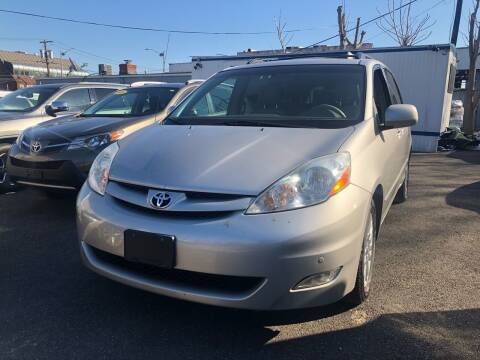 2009 Toyota Sienna for sale at OFIER AUTO SALES in Freeport NY