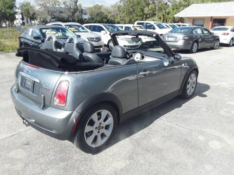 2006 MINI Cooper for sale at FAMILY AUTO BROKERS in Longwood FL