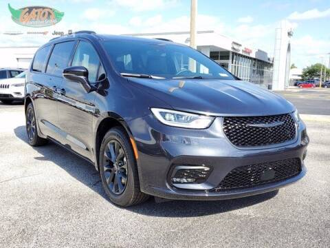 2021 Chrysler Pacifica for sale at GATOR'S IMPORT SUPERSTORE in Melbourne FL