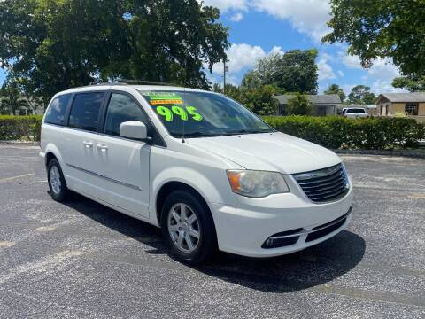 2013 Chrysler Town and Country for sale at Lamberti Auto Collection in Plantation FL