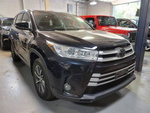 2018 Toyota Highlander for sale at AW Auto & Truck Wholesalers  Inc. in Hasbrouck Heights NJ