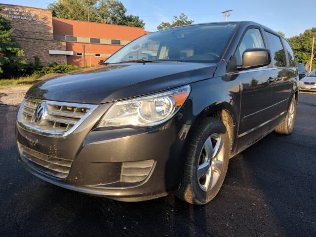 2011 Volkswagen Routan for sale at DILLON LAKE MOTORS LLC in Zanesville OH
