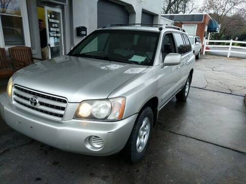 2003 Toyota Highlander for sale at ROBINSON AUTO BROKERS in Dallas NC