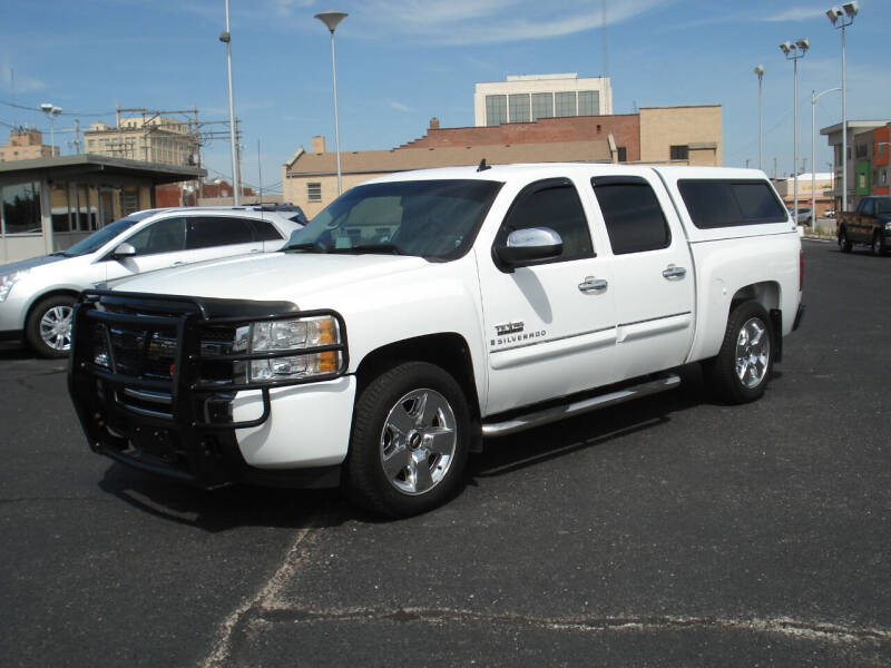 2009 Chevrolet Silverado 1500 for sale at Shelton Motor Company in Hutchinson KS