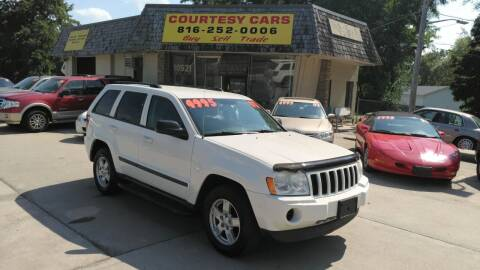 2007 Jeep Grand Cherokee for sale at Courtesy Cars in Independence MO