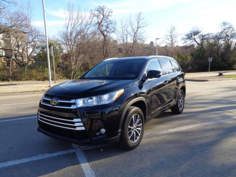 2018 Toyota Highlander for sale at ACH AutoHaus in Dallas TX