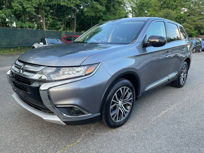 2017 Mitsubishi Outlander for sale at Dream Auto Group in Dumfries VA