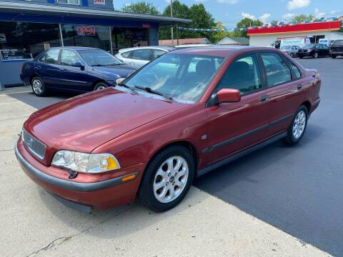 2000 Volvo S40 for sale at Wise Investments Auto Sales in Sellersburg IN