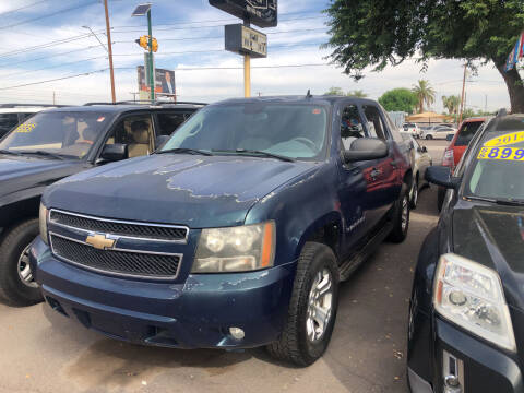 2007 Chevrolet Avalanche for sale at Valley Auto Center in Phoenix AZ