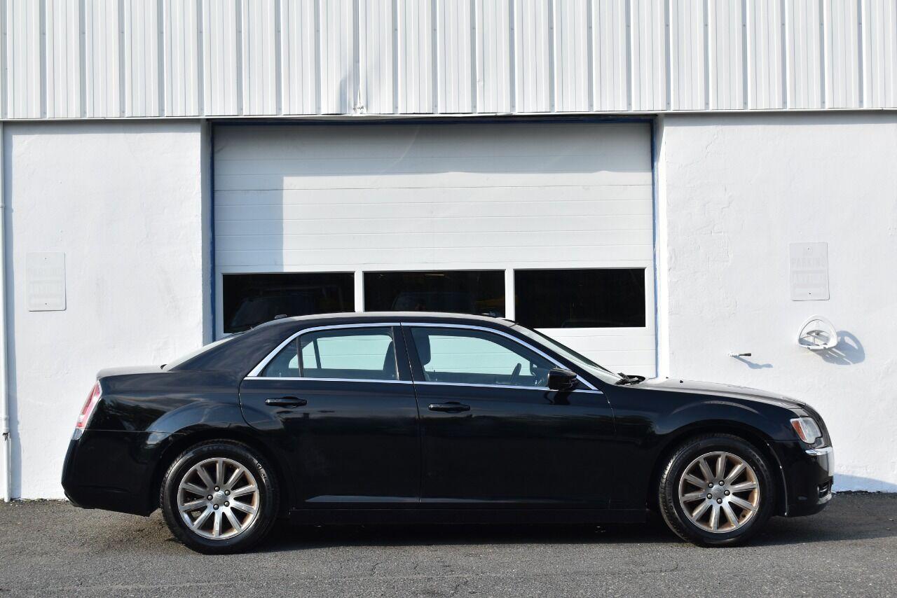 2013 Chrysler 300 Base 4dr Sedan full