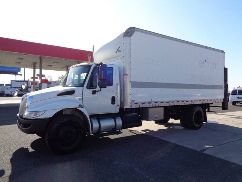 2011 International DuraStar 4300 4X2 2dr Regular Cab - Palmyra NJ