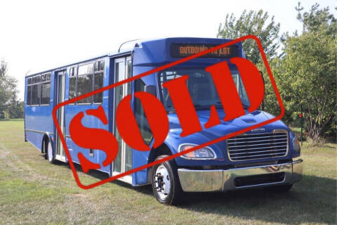 2013 Freightliner M2 106 for sale at Signature Truck Center in Crystal Lake IL