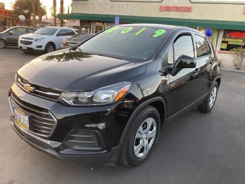 2019 Chevrolet Trax for sale at La Mesa Auto Sales in Huntington Park CA