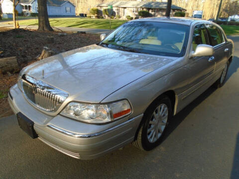 2006 Lincoln Town Car for sale at City Imports Inc in Matthews NC