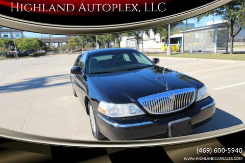 2003 Lincoln Town Car for sale at Highland Autoplex, LLC in Dallas TX