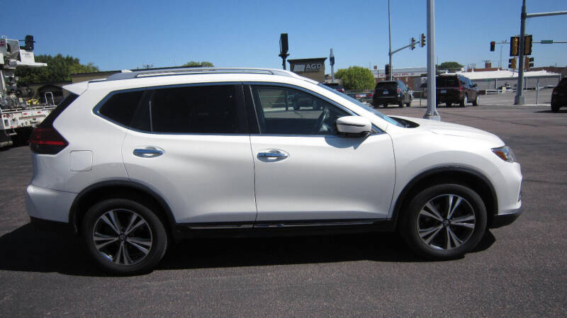 2017 Nissan Rogue for sale at Auto Shoppe in Mitchell SD