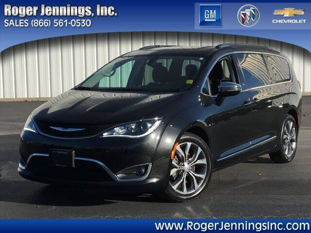 2018 Chrysler Pacifica for sale at ROGER JENNINGS INC in Hillsboro IL