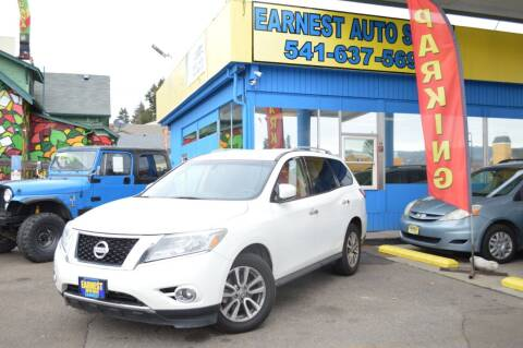 2015 Nissan Pathfinder for sale at Earnest Auto Sales in Roseburg OR