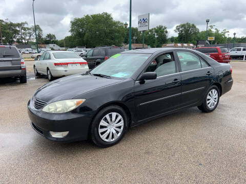 2005 Toyota Camry for sale at Peak Motors in Loves Park IL