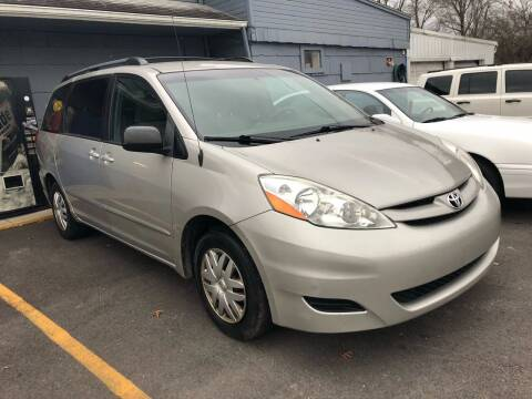 2008 Toyota Sienna for sale at Wise Investments Auto Sales in Sellersburg IN