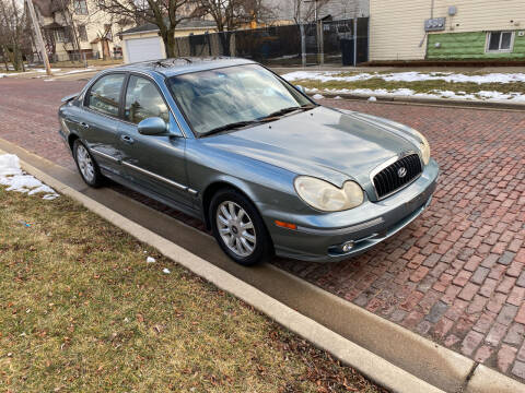 2004 Hyundai Sonata for sale at RIVER AUTO SALES CORP in Maywood IL