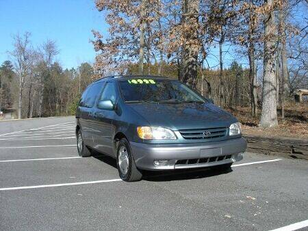 2003 Toyota Sienna for sale at RICH AUTOMOTIVE Inc in High Point NC