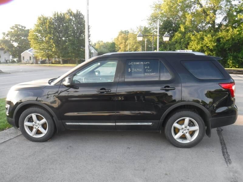 2017 Ford Explorer for sale at Dave's Car Corner in Hartford City IN