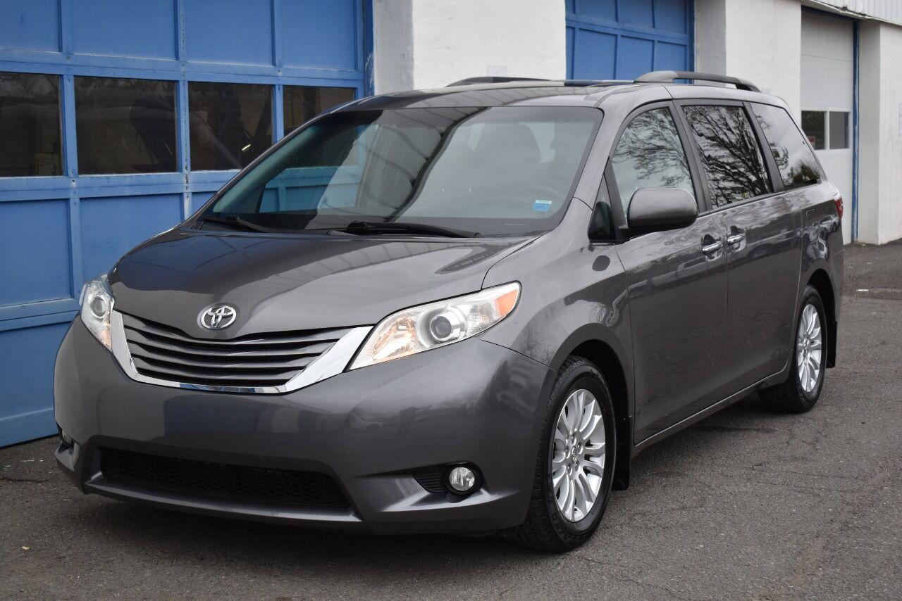2015 Toyota Sienna XLE 8 Passenger 4dr Mini Van