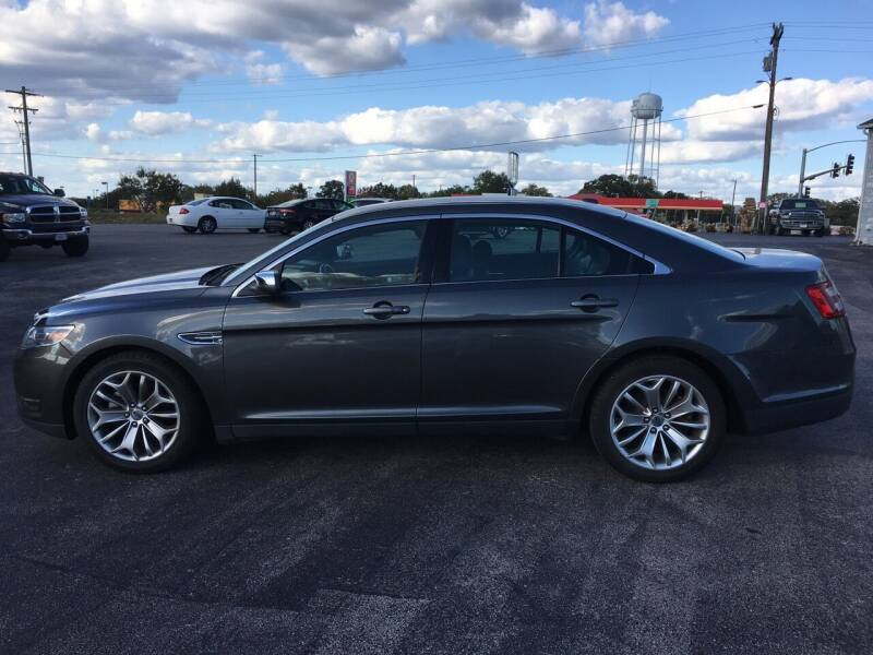 2016 Ford Taurus for sale at Village Motors in Sullivan MO