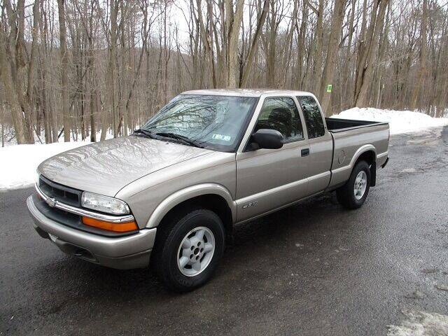 2000 Chevrolet S-10 for sale at W.R. Barnhart Auto Sales in Altoona PA