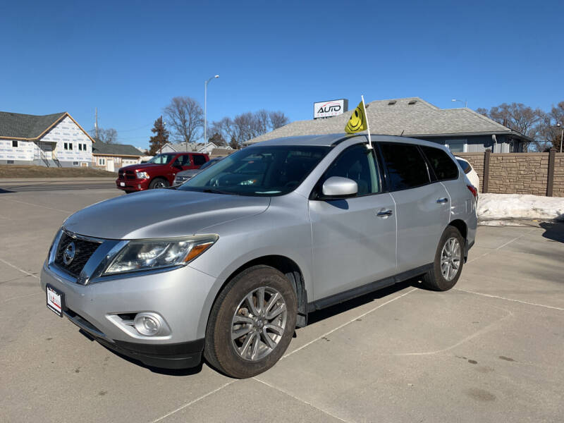 2013 Nissan Pathfinder for sale at Triangle Auto Sales 2 in Omaha NE