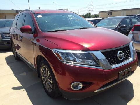 2015 Nissan Pathfinder for sale at Auto Haus Imports in Grand Prairie TX