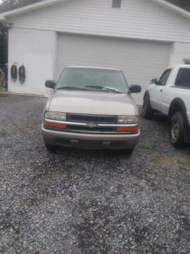 2001 Chevrolet S-10 for sale at WARREN'S AUTO SALES in Maryville TN