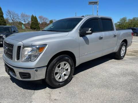 2019 Nissan Titan for sale at Modern Automotive in Boiling Springs SC