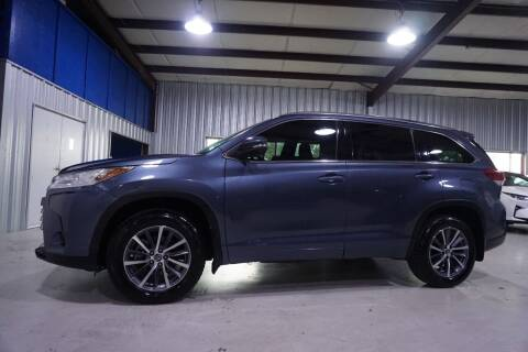 2018 Toyota Highlander for sale at SOUTHWEST AUTO CENTER INC in Houston TX