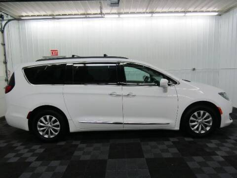 2017 Chrysler Pacifica for sale at Michigan Credit Kings in South Haven MI