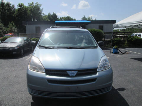 2004 Toyota Sienna for sale at Olde Mill Motors in Angier NC